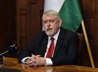 Kásler: Az ellenzék a WHO-val vitatkozik