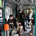 Megszűnik a kordonozás a BKV-járatokon, a maszk viszont még kötelező lesz