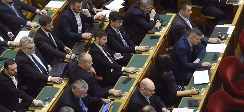 A frakcióból talicskázta ki a pénzt az anyagi gondokkal küzdő Jobbik