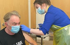 Andrew Lloyd Webber is részt vett az oxfordi vakcina tesztjében