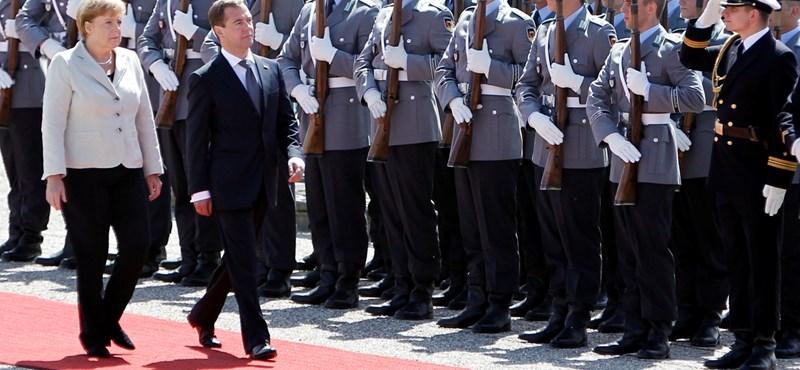 A Putyin-botrány nem zavarta Merkel és Medvegyev tárgyalását