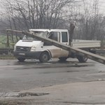 Öt villanyoszlop dőlt ki egy autóbalesetben Soroksáron
