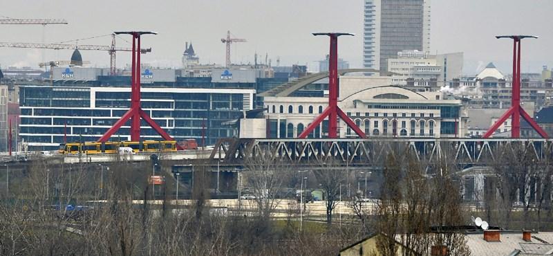 Három autó ütközött a Rákóczi híd pesti hídfőjénél