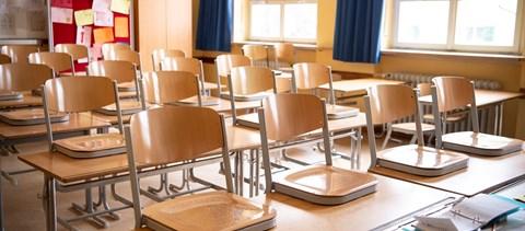 Távoktatásra állhatnak át a cseh középiskolák a szükségállapot miatt