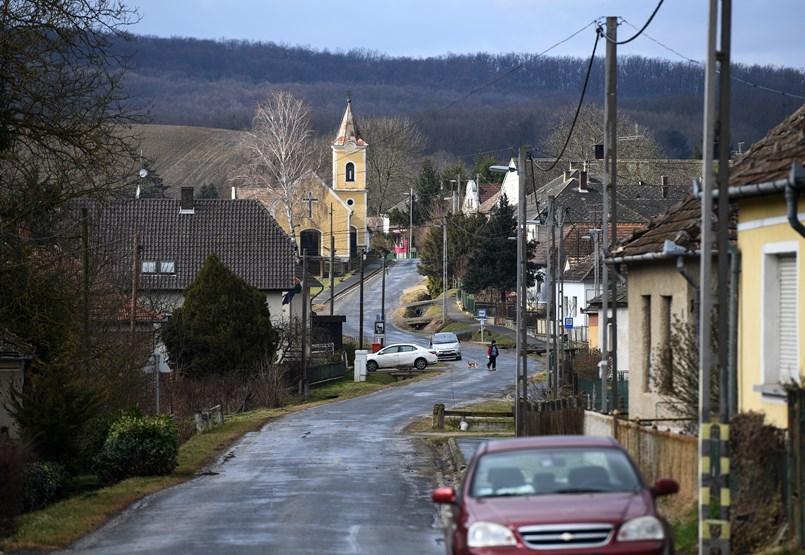 """""""Fél bejönni ebbe a faluba a vírus"""" - riport Kallósdról, ahol eddig nem volt fertőzött"""