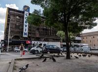 Lecsupaszították a Blaha Lujza tér felújítását, de így is csúszhat a megvalósítás