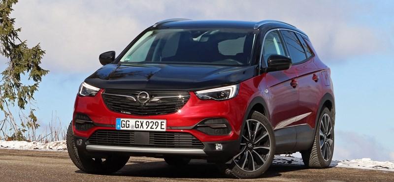 Drágán spórolni százezreket: kipróbáltuk az első zöld rendszámos Opel divatterepjárót