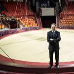 Kulturális akadálymentesítésbe kezd a bűvészből lett államtitkár, Fekete Péter