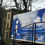 Egyetemes Európa - tájékoztató kamion keres fel hat egyetemet