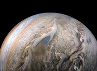 Viharosan kavargó fotót küldött haza a Jupiterről a NASA űrszondája