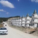 Csődöt jelentett a világ legízléstelenebb lakóparkjának építője