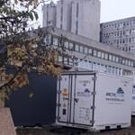 Nem konténer-hullaház, hanem egy óriási koronavírus-tesztelő központ épül a Jahn Ferenc kórház udvarán