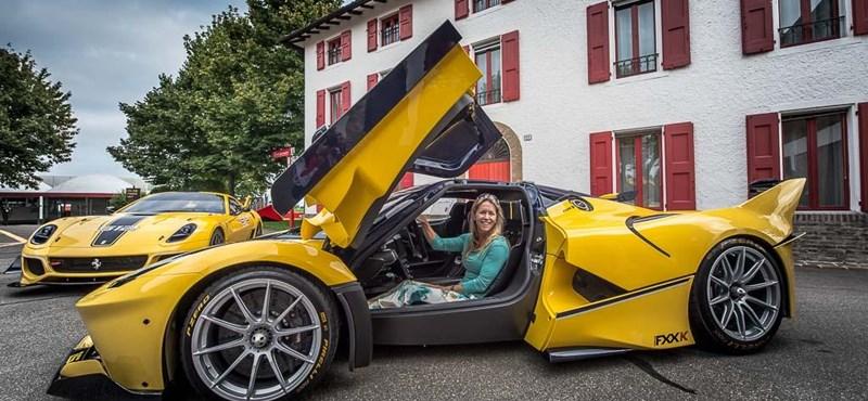 Hatszázmilliós Ferrarival lepte meg a feleségét a Google alelnöke