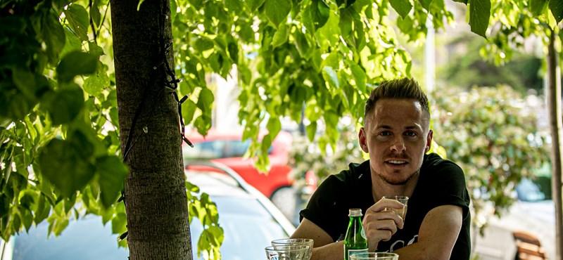 Kávézgató Dzsudzsák, rántotthús-hegyek – ilyennek mutatja Orbán Facebook-oldala az újranyíló Budapestet