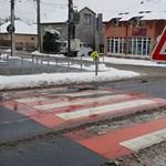 Tényleg bevezették, itt az első zebrazászlós gyalogátkelő Budapesten