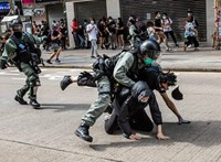 Kína rátenyerel Hongkongra, és ezzel Tajvant figyelmezteti