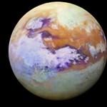 Remek fotók érkeztek az élet kialakulására esélyesnek tartott Szaturnusz-holdról
