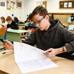 Középiskolai felvételi 2012: változtatott a megoldókulcson az Oktatási Hivatal