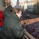 Történelmi párhuzam: Prágában ismét rendszerváltást követelnek az utcákon