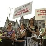 Ángyán mellett tüntettek a Kossuth téren