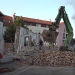 In video, as they launch a 20-ton dam that fell into the Szombathely basement