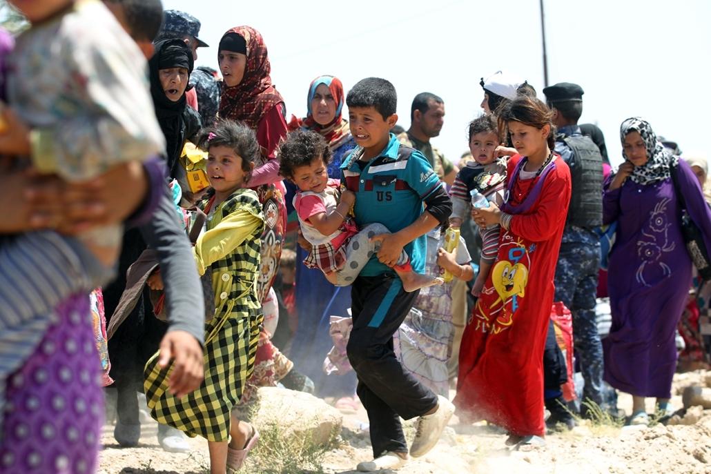 afp.16.05.27. - Több százan menekültek el Fallúdzsából, amikor iraki erők próbálták visszafoglalni a várost az ISIStől