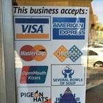 Ebben a boltban nyelves csókkal, vagy titkos kézfogással is fizethet