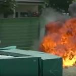 Felrobbant egy motorversenyző motorja, olyan sebességgel ütközött a falnak – videó