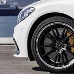 Dübörög a biturbó V8-as: itt az új Mercedes-AMG C63