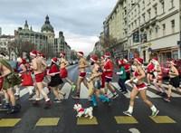 Bikinis és félmeztelen Mikulások kocogtak a belvárosban (fotók)