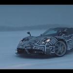 Így küzd meg 800 lóerő a havas tesztpályával – videó