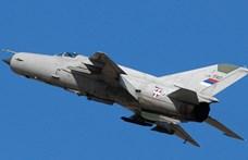 Családi ház kertjébe zuhant egy szerb vadászgép