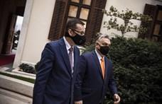 Timothy Garton Ash: Lengyelország magyar recept szerint számolja fel a demokráciát