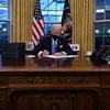 Biden egy sor rendeletet írt alá a járvány megfékezéséért