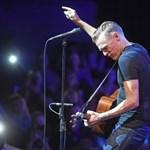 Beszólt Bryan Adams a pénzéhes zenei kiadóknak, átírná a szabáyokat