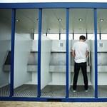 Törvény írja elő, hogy legyen a férfimosdókban is pelenkázó