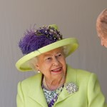 Harryékről egy eddig soha nem látott fotó dísziti a királynő szobáját
