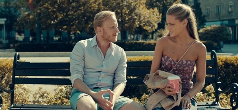 A Wellhello-film végre nem nézi hülyének a Tinder-generációt
