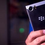 Nem adják fel: jön egy újabb BlackBerry telefon