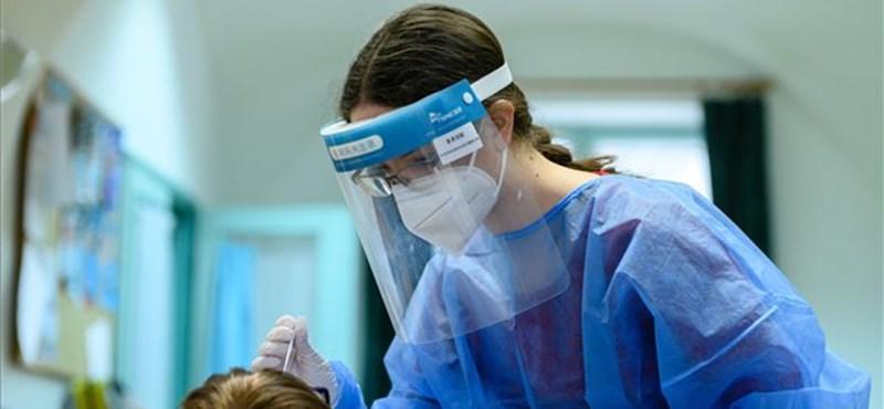 Naponta már ötszáz orvostanhallgató vesz részt a járvány elleni védekezésben