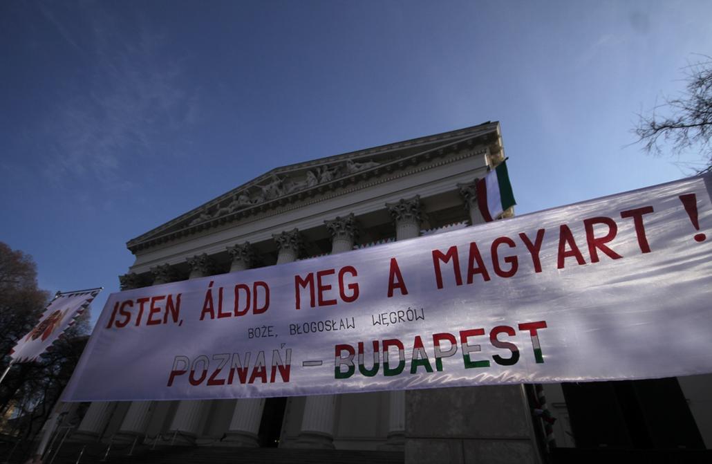 március 15 - lengyel vendégek a múzeumkertben