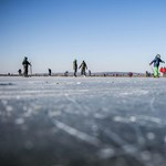 Egy különleges státuszú őrizetes mentett meg egy embert, aki alatt betört a jég egy tavon