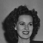 Kedvenc filmje zenéjét hallgatta, így halt meg a híres színésznő