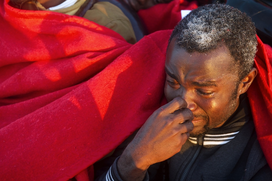 afp. hajóval érkező menekültek, migránsok, - 2012.11.13. A would-be immigrant reacts after being rescued off the Spanish coast, six miles (9.65 kilometers) from Tarifa, on November 13, 2012. Spanish emergency services and the Red Cross intercepted the boa