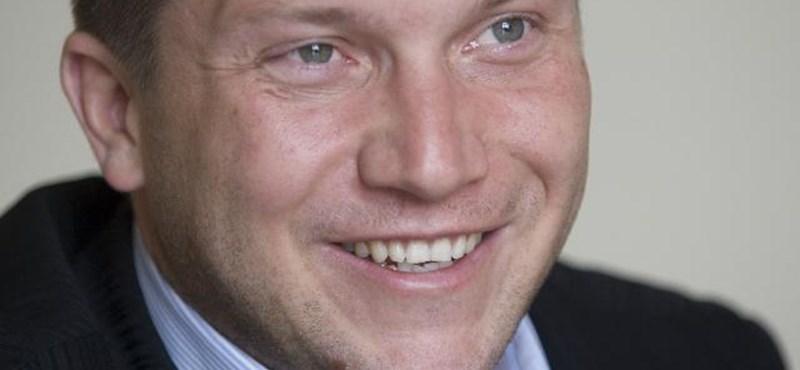 Ujhelyi István megmutatta a szőregi 2x2 méteres luxusmedencéjét