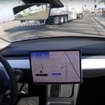 Simán elment San Franciscóból Los Angelesbe egy Tesla önvezetve
