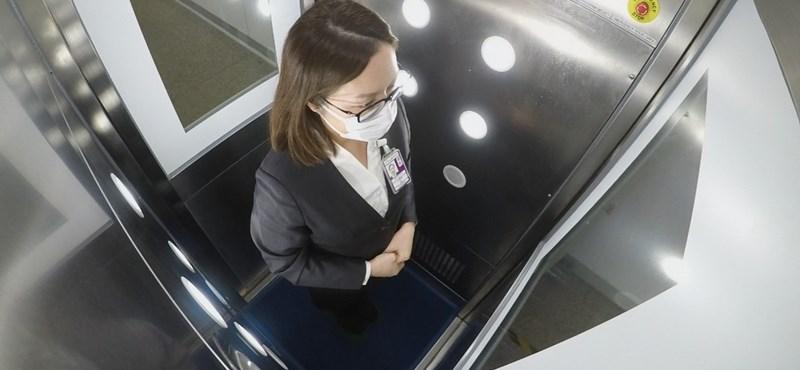 Az egész testet fertőtlenítő kabinokat tesztelnek Hongkongban