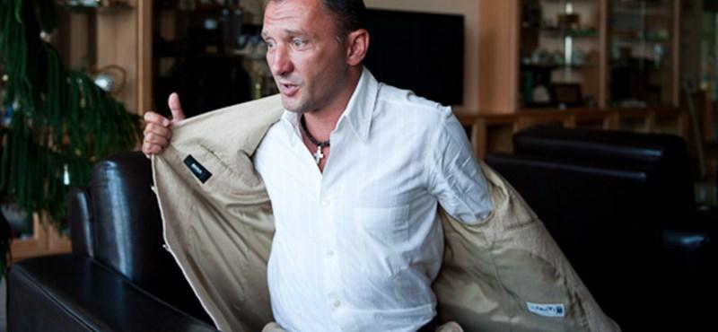 A nem fideszes Kokó szerint gerinctelen féregnek állítják be