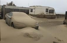 Akkora homokvihar volt Norfolkban, hogy betemette az autókat