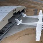 Elkészült a világ legnagyobb repülőgépe, akkora, mint két másik – fotók